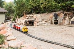 式样火车的黄色守车 图库摄影