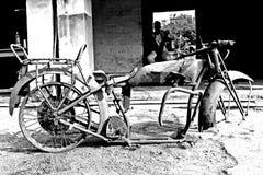 1925式样道格拉斯摩托车的遗骸 免版税库存照片