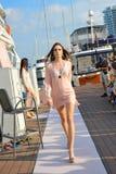 式样陈列的设计由皮肤在新加坡游艇的手段时尚显示2013年 图库摄影