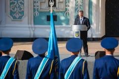 仪式致力天乌克兰的状态旗子 免版税库存照片
