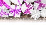弓把欢乐礼品组图象查出的红色范围白色xxxl装箱 免版税库存照片