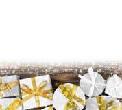 弓把欢乐礼品组图象查出的红色范围白色xxxl装箱 免版税图库摄影