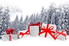弓把欢乐礼品组图象查出的红色范围白色xxxl装箱 库存照片