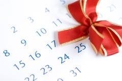 弓日历在红色的圣诞节 免版税库存图片