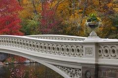 弓桥梁中央新的公园约克 免版税库存图片