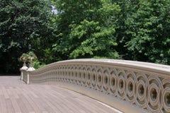 弓桥梁中心城市新的公园约克 免版税库存图片
