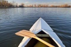 弓独木舟桨 免版税库存照片