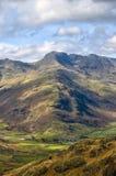 弓落风景的山 库存图片