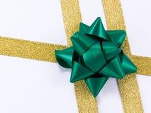 弓金黄绿色丝带 免版税库存图片