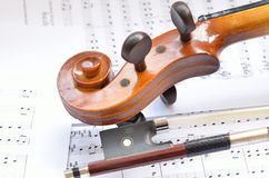 弓音乐滚动小提琴 免版税图库摄影