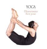 弓dhanurasana姿势瑜伽 免版税库存图片