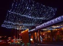 引人入胜的圣诞节街道装饰 库存照片