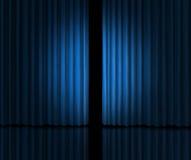引入阶段的蓝色窗帘 库存图片