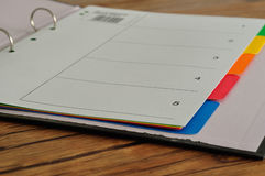 索引在打开文件的分切器卡片 免版税图库摄影