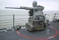 引导导弹驱逐舰USS McFaul的MK-38 25mm链枪在舰队星期期间2014年 图库摄影