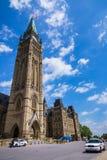 引导议会大厦的警车 免版税图库摄影