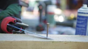 引形钢锯,方式金属 股票录像