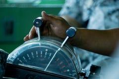 引擎命令操纵杆,控制船的速度的控制系统 免版税图库摄影