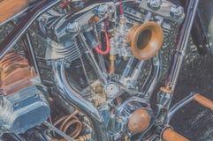 引擎和冷却系统减速火箭的摩托车,特写镜头 免版税库存图片