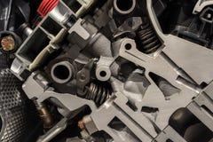 引擎机制在一辆现代汽车的 免版税图库摄影