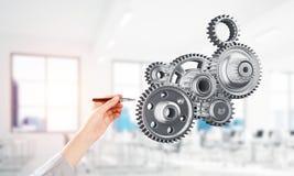 引擎机制在作为标志的男性手上合作或teamworking的 混合画法 库存图片