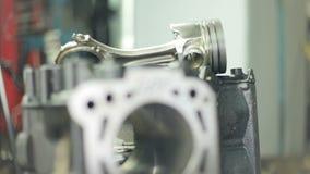 引擎的活塞有连接杆的 柴油引擎的备件 影视素材
