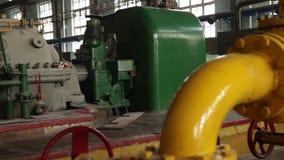 引擎的苏联机械工厂生产 场面 老苏联工厂用设备 影视素材
