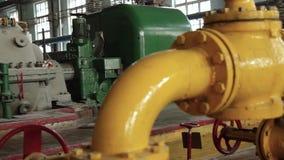 引擎的苏联机械工厂生产 场面 老苏联工厂用设备 股票视频