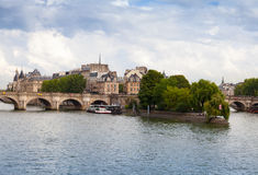 援引海岛和新桥,巴黎 免版税库存照片