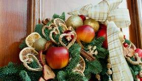 引诱的圣诞节室外装饰品装饰用人为果子 库存图片