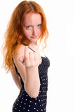 引诱的黑色穿戴了w的头发的长的红色您 库存照片