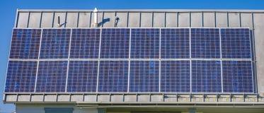 引起在犹他谷的太阳电池板能量 免版税库存图片