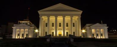 弗吉尼亚状态国会大厦在晚上 免版税库存照片