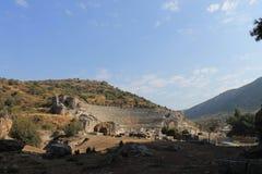 以弗所古城的古董废墟的圆形露天剧场在Selcuk,土耳其 库存照片