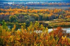弗拉基米尔镇,俄罗斯全景  秋天蓝色长的本质遮蔽天空 库存图片