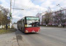 弗拉基米尔,俄罗斯-05 11 2015年 公共汽车的运动 库存图片