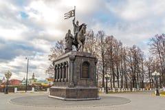 弗拉基米尔,俄罗斯- 11月05 2015年 对圣费多尔王子的弗拉基米尔和纪念碑 图库摄影