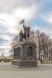 弗拉基米尔,俄罗斯- 11月05 2015年 对圣费多尔王子的弗拉基米尔和纪念碑 库存照片