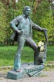 弗拉基米尔・维索茨基的纪念碑在杜布娜,莫斯科州,俄罗斯 免版税库存照片