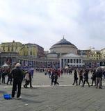 弗朗西斯教皇在那不勒斯 在教皇的大量以后的广场Plebiscito 免版税库存照片