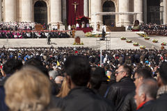 弗朗西斯教皇大量的香客 库存图片