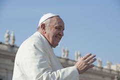 弗朗西斯教皇招呼忠实 图库摄影