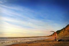 弗朗西斯科・圣 加利福尼亚 美国 公司Garmin的10月2012.The立场 风筝冲浪反对美好的日落 风筝剪影在天空的 假日 库存图片