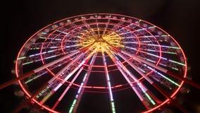 弗累斯大转轮乘驾在游乐园在晚上 股票视频