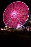 弗累斯大转轮和狂欢节公平在晚上 免版税库存图片