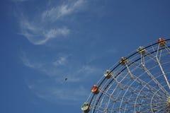 弗累斯大转轮和蓝天在秋天 库存照片