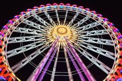 弗累斯大转轮在与美好的光的晚上 免版税库存照片