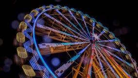 弗累斯大转轮在与行动迷离和透镜的晚上飘动 库存图片