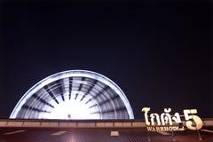 弗累斯大转轮在晚上在Asiatique,曼谷泰国 库存图片