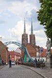 弗罗茨瓦夫圣约翰大教堂大教堂浸礼会教友、哥特式样式教会和Tumski桥梁,弗罗茨瓦夫,波兰 免版税库存照片